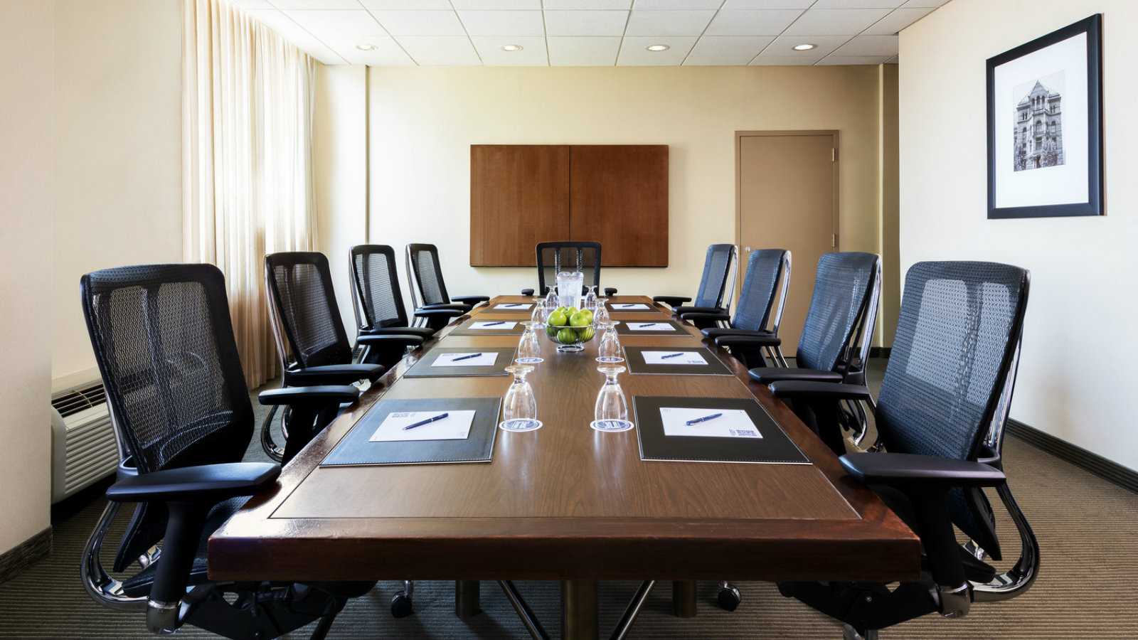 Meeting Rooms Near Toronto Airport - Ontario Boardroom